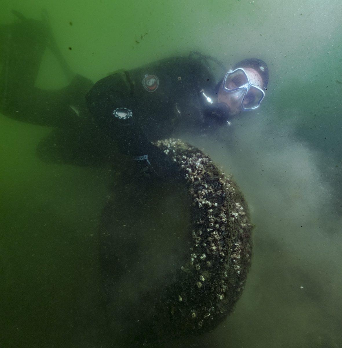 Djurgårdsaktörer dyker efter skräp
