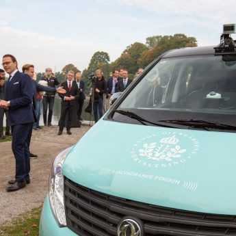 5G-powered self-driving, electric minibus premiere at Royal Djurgården