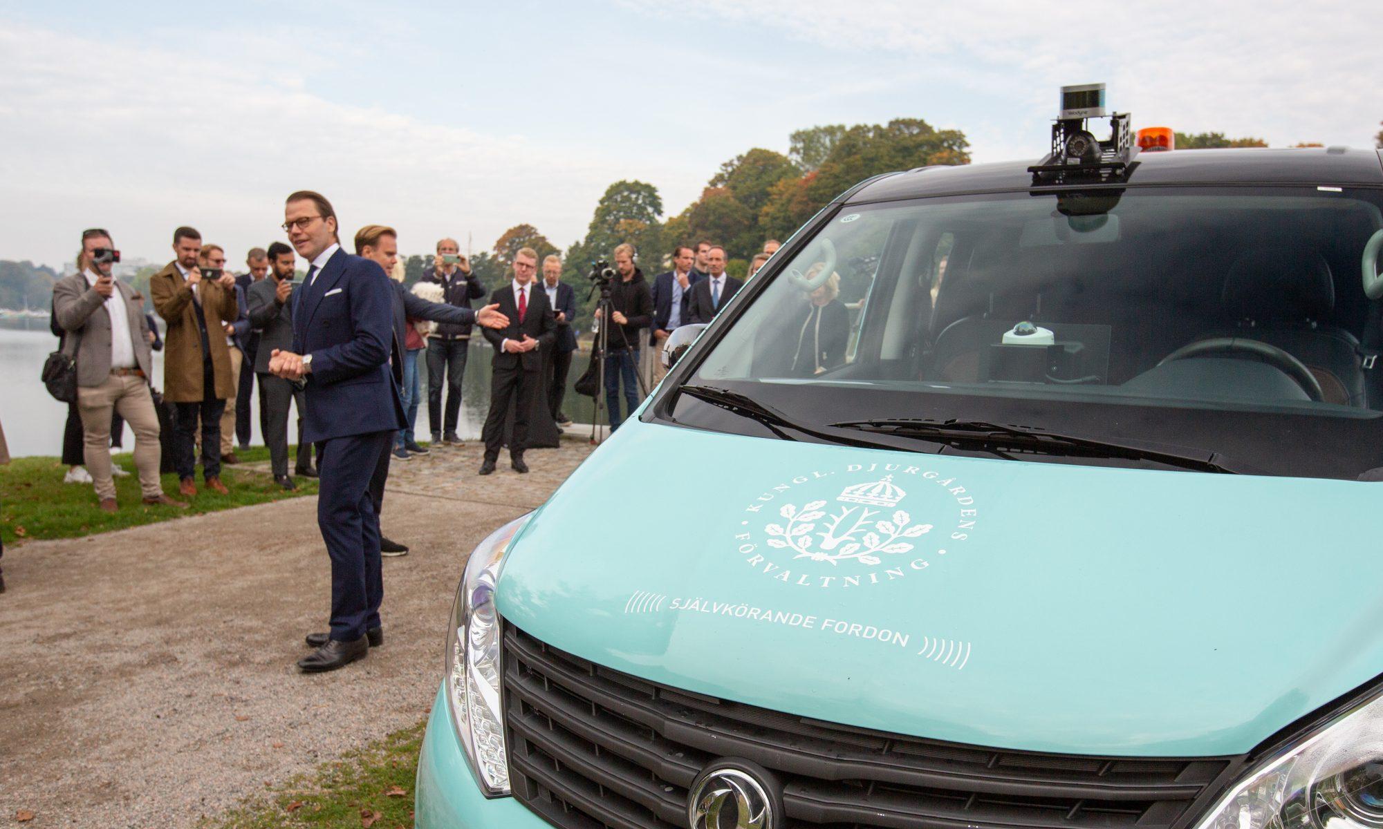 5G-powered self-driving, electric minibus premiere at Royal Djurgården