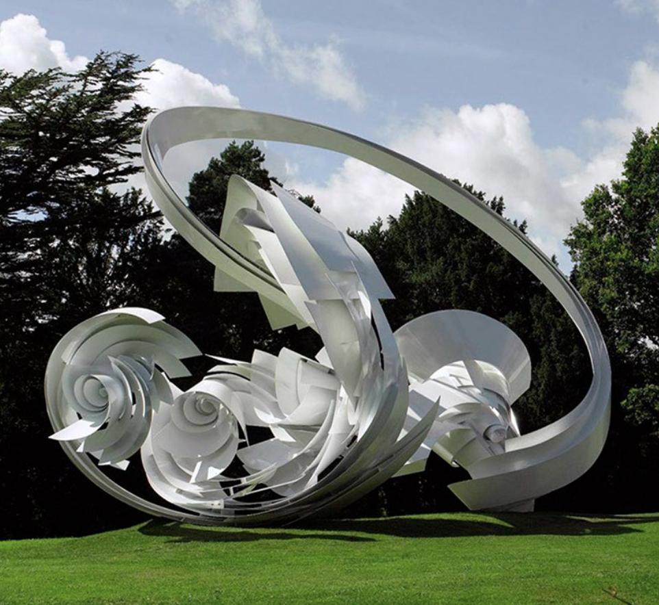 Vita ringar skulptur